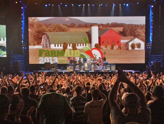 Pete Seeger at Farm Aid 2013 with crowd